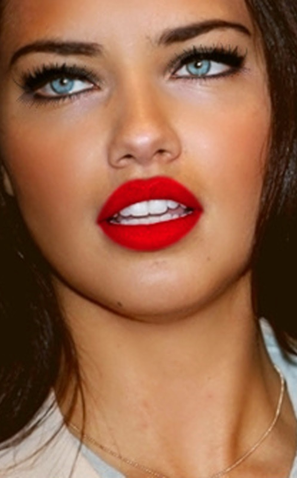 ADRIANA LIMA BEAUTIFUL GORGEOUS RED LIPS.jpg