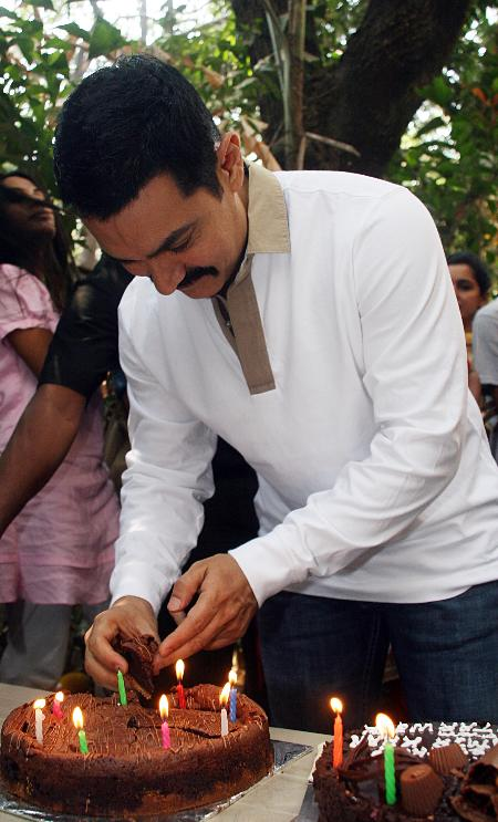 Happy Birthday Aamir Khan: Here are some facts about Mr. Perfectionist