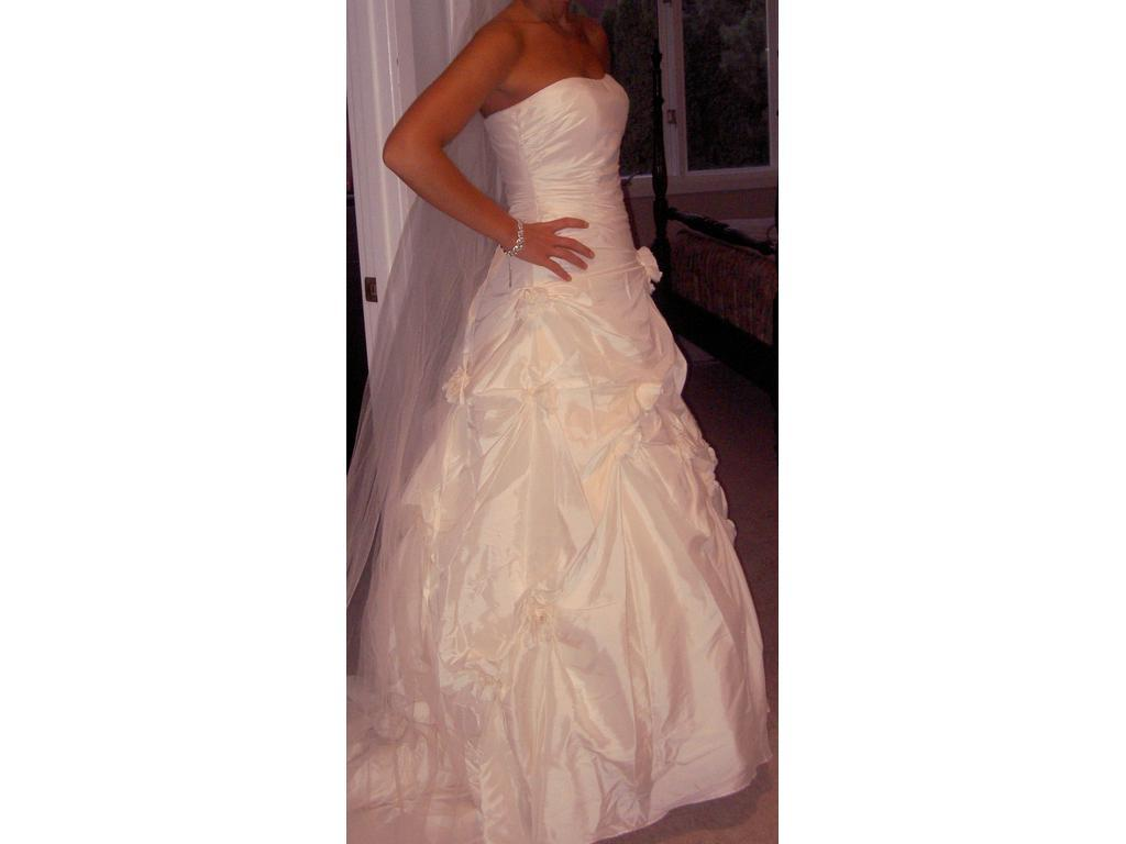 Dere Kiang 1618 Size 8   New With Tags Wedding Dresses