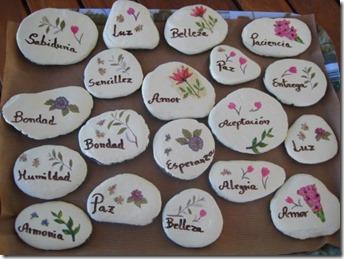 Diy c mo hacer piedras decoradas manos creativas for Piedras pequenas para decorar