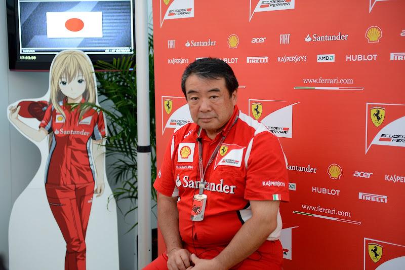 сотрудник Ferrari и анимешная фигура на Гран-при Японии 2012
