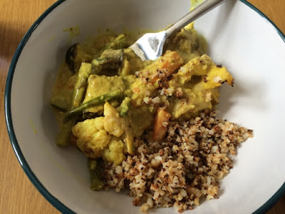 Cauliflower Coconut Curry http://laura-honeybee.blogspot.com