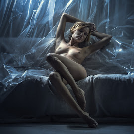 Relax by Dmitry Laudin - Nudes & Boudoir Artistic Nude ( studio, sofa, body, nude, girl, darkness, light )