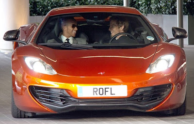 Льюис Хэмилтон и Дженсон Баттон за рулём дорожного McLaren