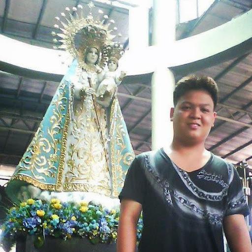 pahaba at naka-usling anyong lupang na halos napalilibutan ng tubig
