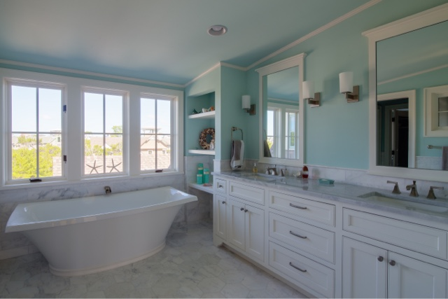 I Love The Clear Wash Basin, Marble Countertop, And Friendly Seahorse  Curtains In This Guest Bathroom!