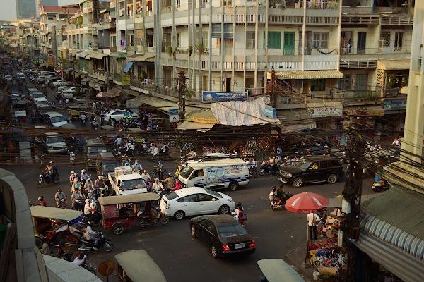 мномпень движение улицы перекресток трафик