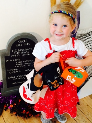 Halloween Craft - halloween felt bucket bag - Little House Lovely - Hobbycraft - Maegan