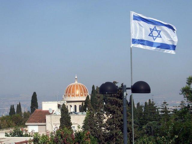 ADSCF4750 The Bahai Shrine and Israeli flag  in the foreground.jpg