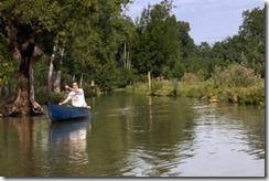 La meilleure façon de découvrir le marais est de le parcourir en barque.