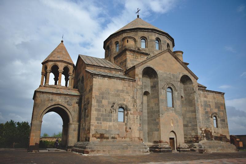 Una din bisericile din patrimoniul UNESCO din Echmiadzin, echivalentul Vaticanului pentru biserica apostolica armeana.