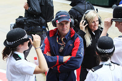 британская полиция и сотрудники Sky Sports F1 на Гран-при Великобритании 2012