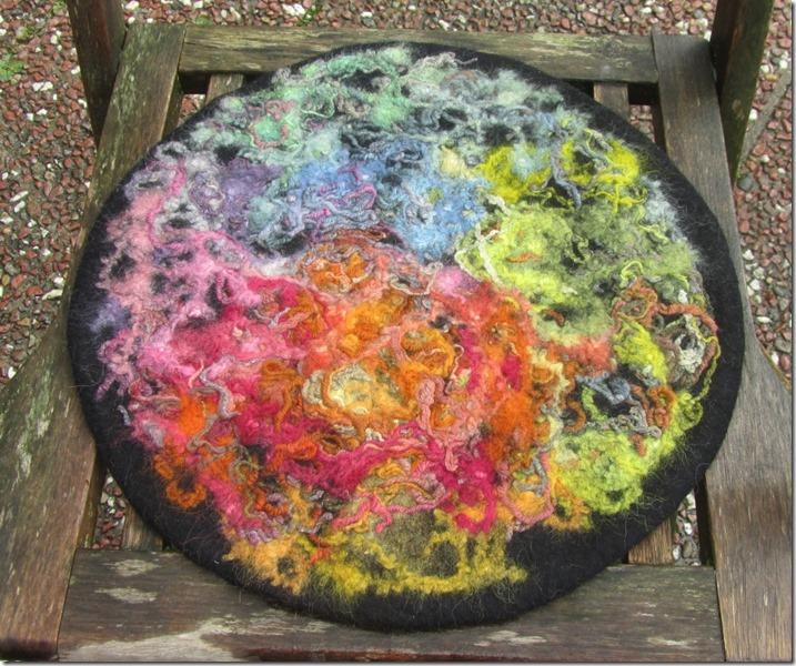 Sitzfilz Resteverwertung pflanzengefärbter Garnabschnitte