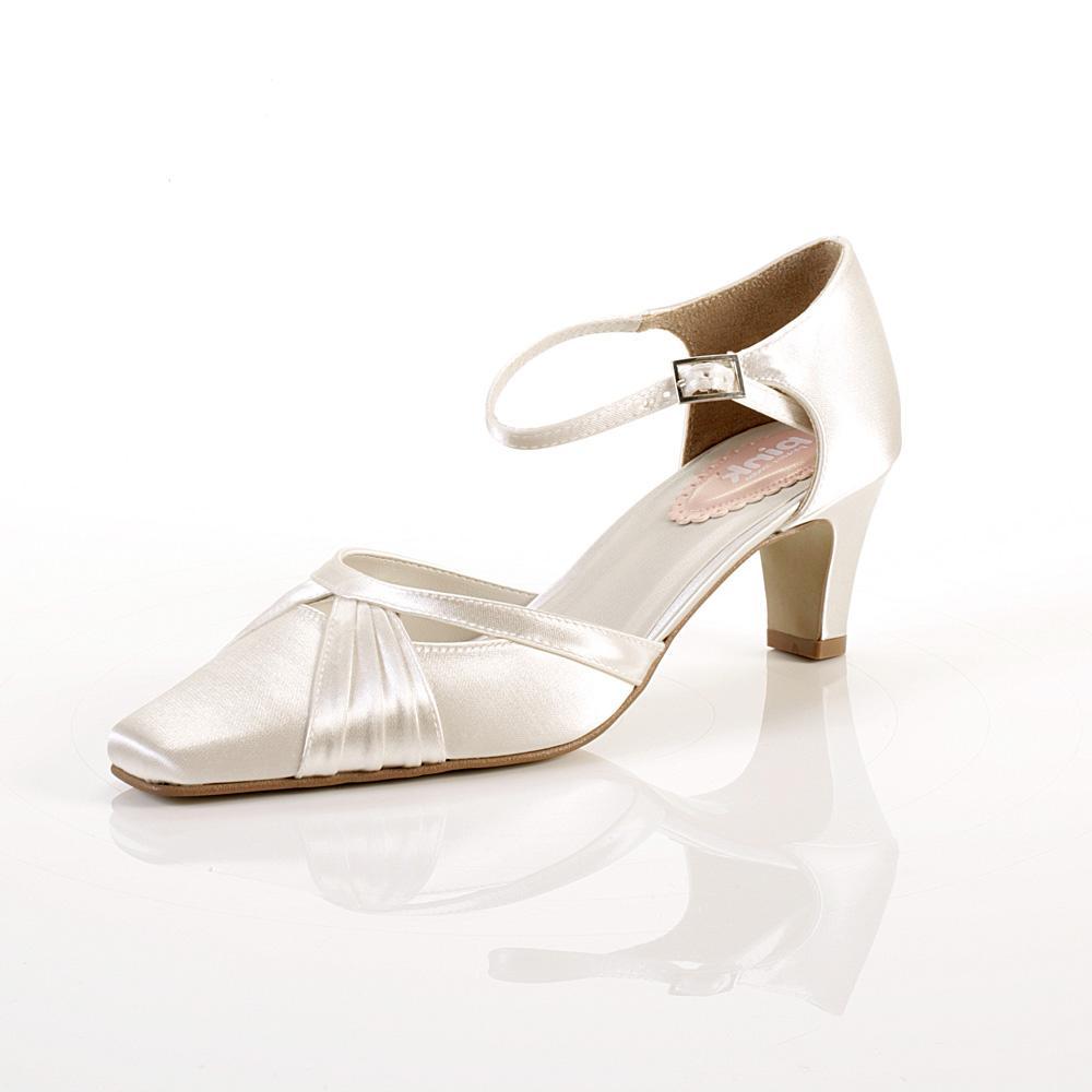 Yanisells Blog Bethany Low Heel Wedding Shoes
