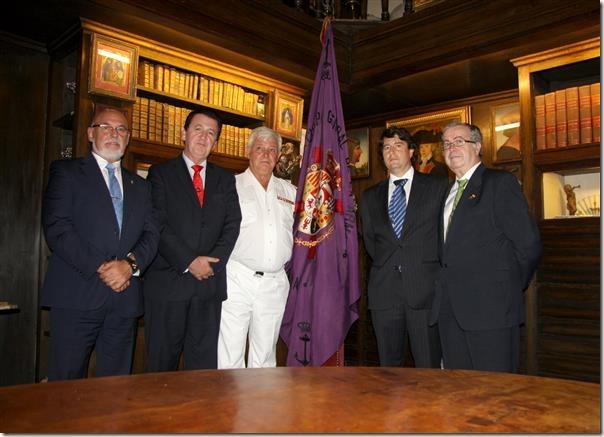 Foto de grupo en la sala del Almirante González Aller