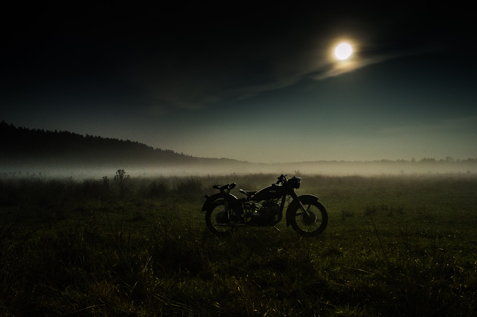 Житомирський район с. Березина, мотоцикл в полі