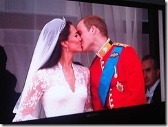 kate and wills kiss