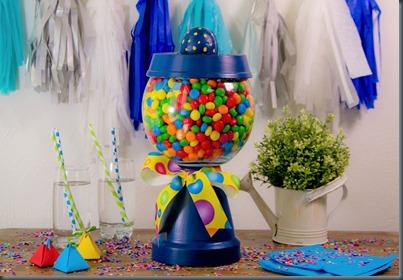 http://manoscrativas2.blogspot.mx/2015/06/como-hacer-una-maquinita-de-dulces.html