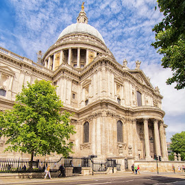 St Pauls, London. by Graeme Hunter - Buildings & Architecture Places of Worship