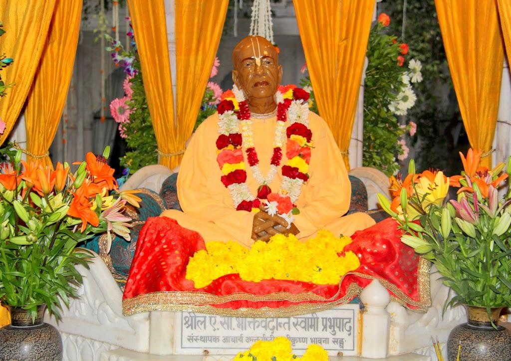 ISKCON Juhu Sringar Deity Darshan 14 Jan 2016 (30)