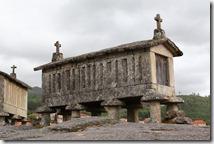 Les espigueros, que l'on trouve essentiellement dans le Minho, sont des greniers en granit dont la fonction est le séchage du maïs. Les pierres rondes sur les supports empêchent  les rongeurs d'y pénétrer.