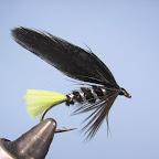 3. Jeżynka z miękkiego czarnego pióra, skrzydełka z czarnych piór sidłowych lub szyjnych kury lub bardzo miękkiego koguta.