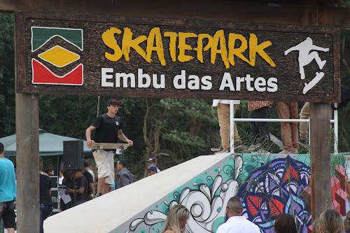 Skatepark Embu das Artes foi inaugurado para delírio de skatistas