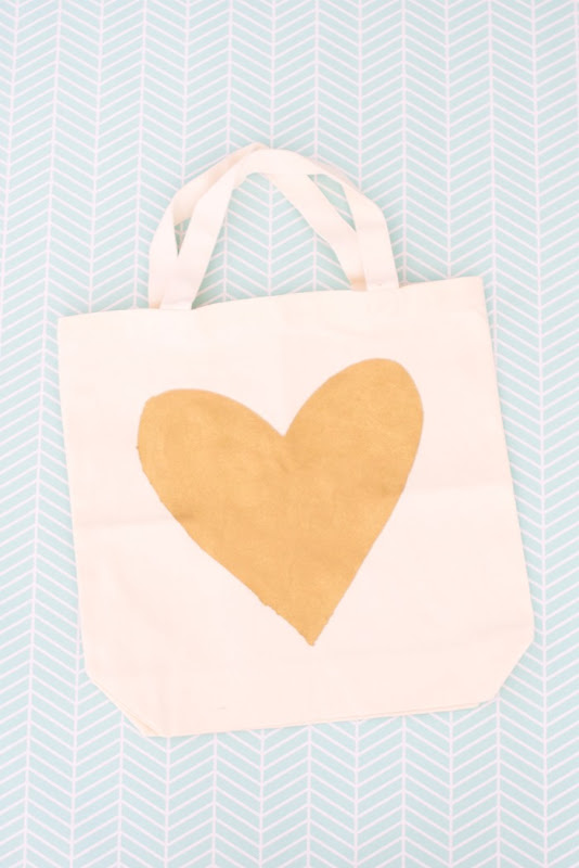 DIY gold heart tote bag (7)