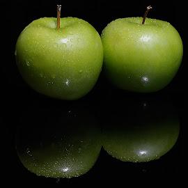 green apples by Adjie Tjokrosoedarmo - Food & Drink Fruits & Vegetables (  )