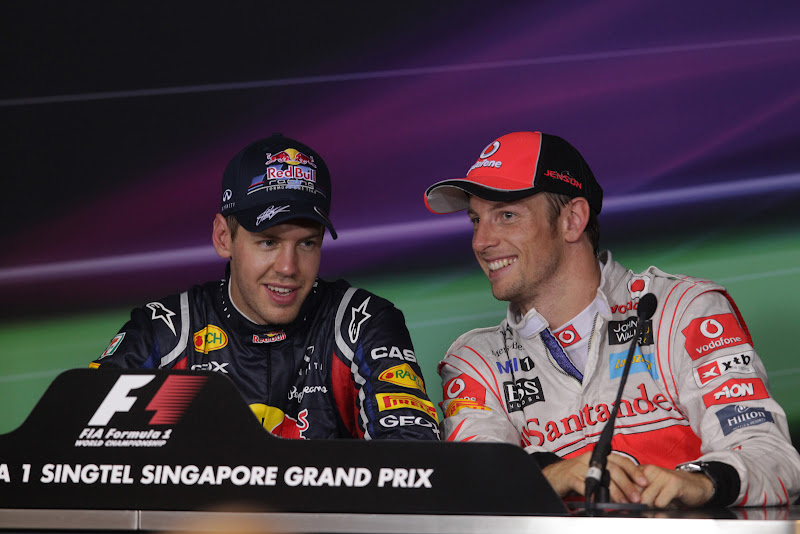 Себастьян Феттель и Дженсон Баттон на пресс-конференции после квалификации на Гран-при Сингапура 2011