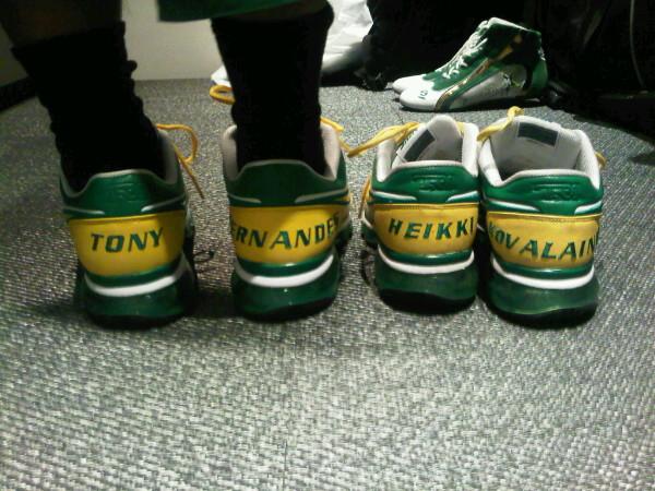 именные кроссовки Team Lotus 2011 Тони Фернандеса и Хейкки Ковалайнена