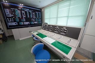 丸山ダム管理所内の新ダムコン&100インチモニター