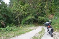 Von Malcesine hoch und vorbei an der Mittelstation der Kabinenbahn (links im Bild) auf den Monte Baldo. Für schwerere Maschinen absolut nicht zu empfehlen.