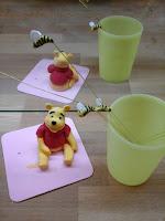 Winnie L'ourson et abeilles volantes en pâte à sucre