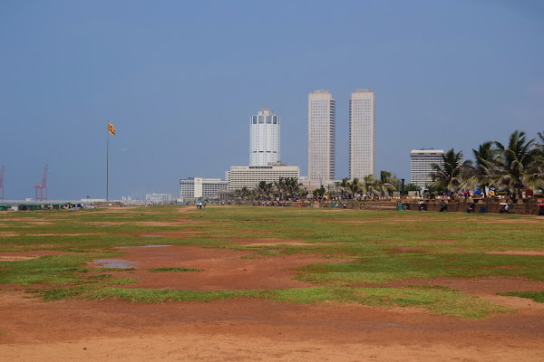 Набережная и вид на небоскребы, Коломбо, Шри Ланка