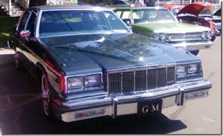 %2784_Buick_Electra_Park_Avenue_(Auto_classique_VAQ_St-Lambert_%2712)