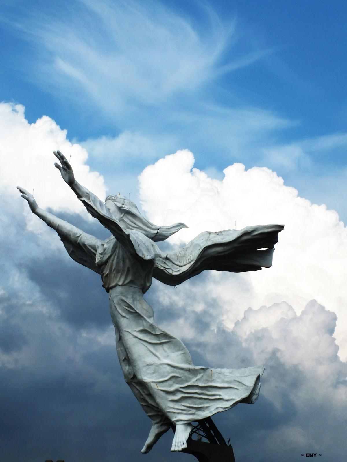 Monumen Yesus Memberkati Manado