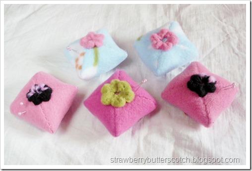 5 Fleece Mini-Pincushions with Flowers