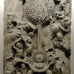 L'Assaut de Mara. Andhra Pradesh, Ghantasala. Ecole d'Amaravati, 2e s. Plaque de revêtement de stupa. Calcaire marmoréen. MG 17066.