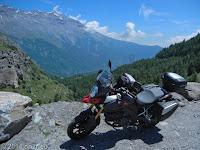 Von Susa hinauf zum Col du Mont Cenis. Gleich hinter der italienischen Grenze und kurz vor der Staumauer des Lac du Mont Cenis noch ein Blick zurück ins Tal des Torrente Cenischia in Richtung Susa.