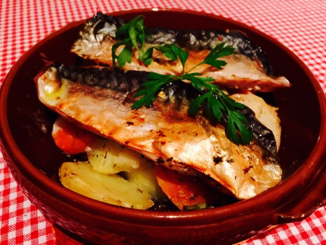 Oven mackerel with potatoes, sweet potato and carrot