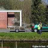 Buurtvereniging Rondom 't Veloat versiert diepswal voor feest- en gedenkweek - Foto's Johan de Groot