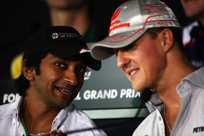 Нараин Картикеян и Михаэль Шумахер на пресс-конференции в четверг на Гран-при Индии 2011