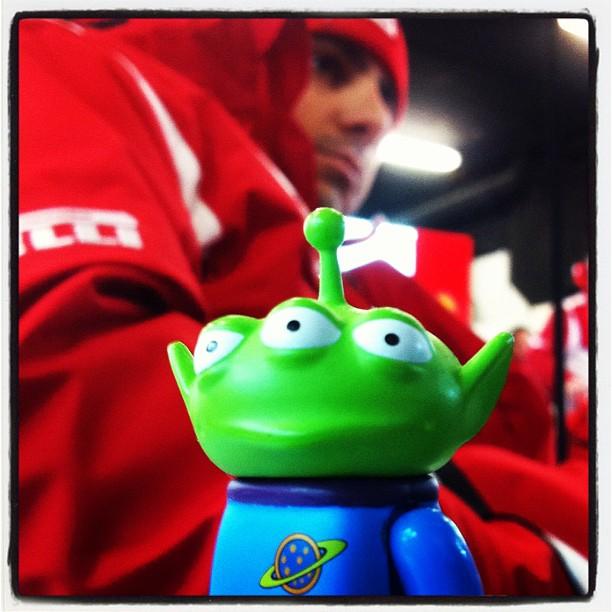 Toy Story Aliens и Фелипе Масса на предсезонных тестах 2012 в Барселоне