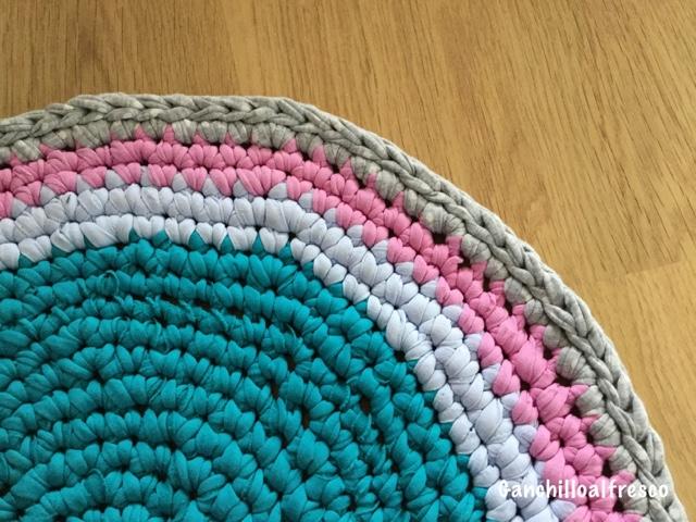 Ganchillo al fresco mini alfombra de trapillo - Alfombra trapillo facil ...