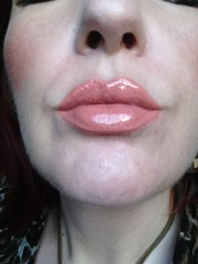 bare minerals Moxie Lipgloss in Maven