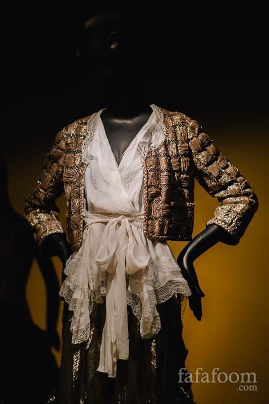Details of Oscar de la Renta, Evening ensemble: jacket, blouse, and skirt, Pre-Fall 2011.
