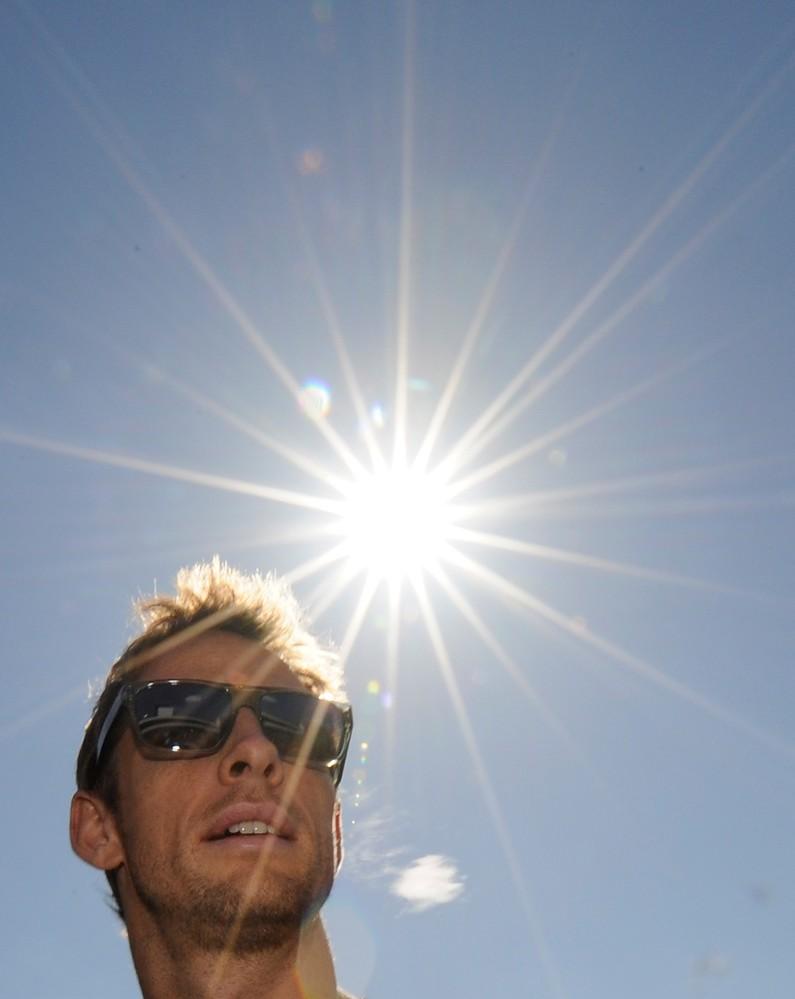 Дженсон Баттон под ярким солнцем Сузуки на Гран-при Японии 2011