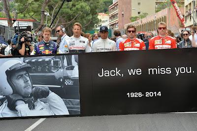 баннер на стартовой решетке в память о Джеке Брэбэме на Гран-при Монако 2014