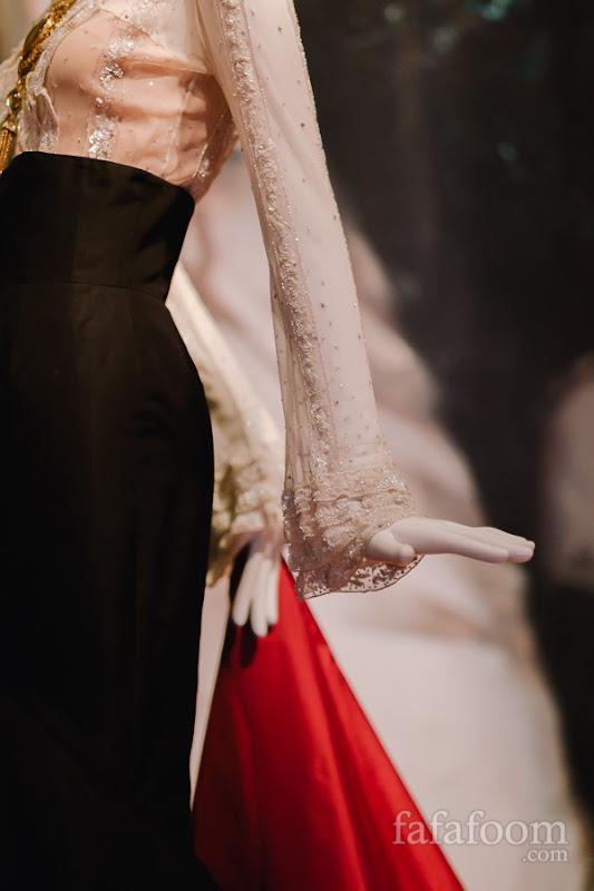 Details of Oscar de la Renta for Pierre Balmain, Evening ensemble: blouse and skirt, Autumn/Winter 2000 - 2001.